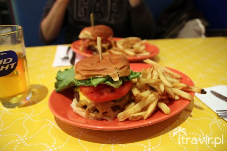 Amerykański hamburger z frytkami z Big Daddy\'s