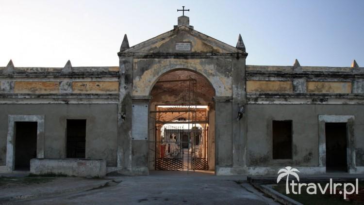 Cmentarz Cementerio de la Reina w Cienfuegos