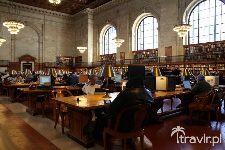 Czytelnia główna z oryginalnymi lampami z brązu Nowojorskiej Biblioteki Publicznej