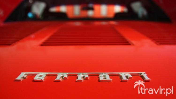 Ferrari GTO Emblematt na klapie silnika