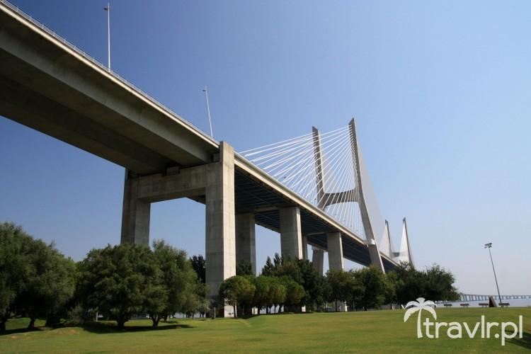 Imponujący most Vasco da Gama w Lizbonie