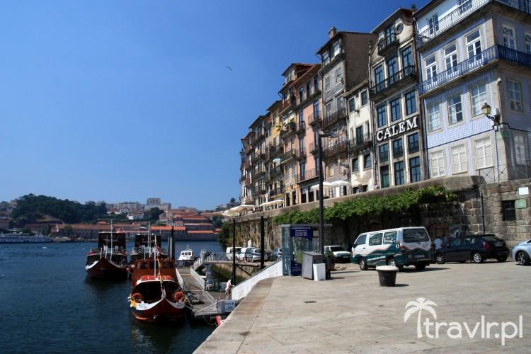 Kamienice w okolicy placu da Ribeira w Porto