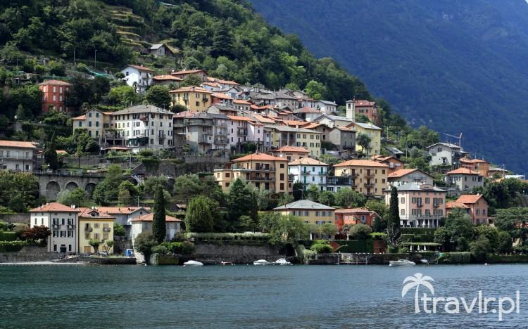 miasteczko nad brzegiem jeziora Como