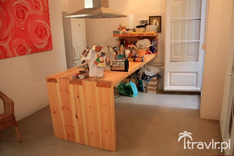 Mieszkanie o niskim standardzie wynajęte przez portal easypiso.com w Barcelonie, Hiszpania
