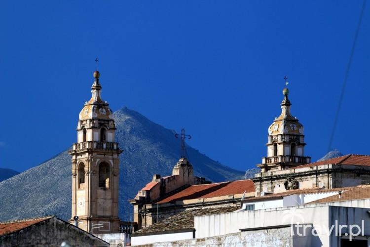 Monte Pellegrino widziany ze starego portu w Palermo