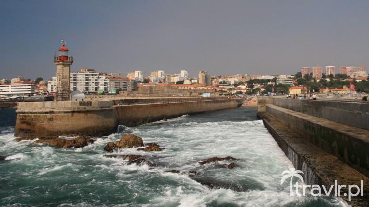 Nabrzeże i latarnia morska w Porto