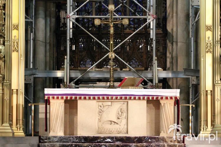 Ołtarz w katedrze Świętego Patryka w Nowym Jorku podczas remontu