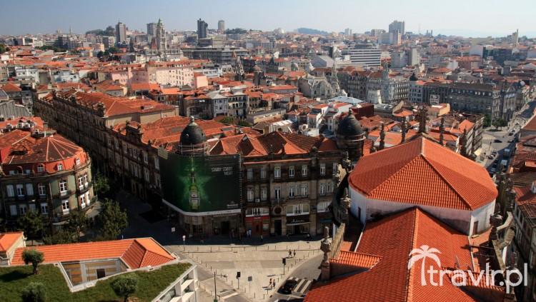 Panorama z wieży kościelnej dos Clerigos w Porto
