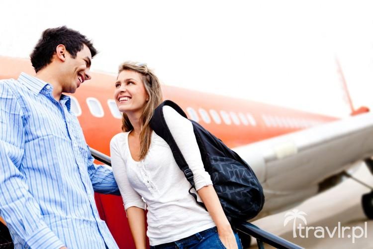 Para podróżująca samolotem
