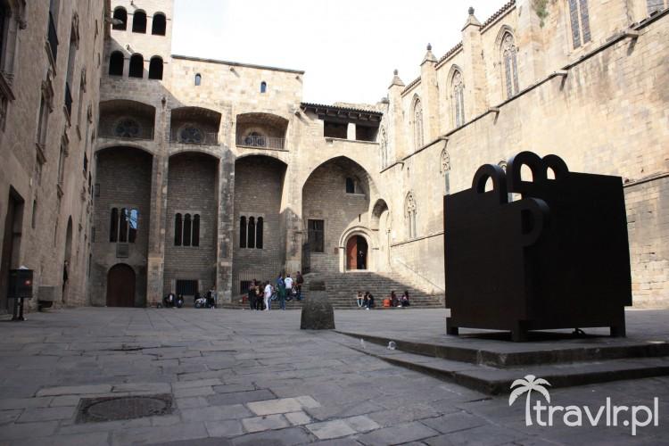 Placa del Rei w Barcelonie - tutaj Kolumb ogłosił odkrycie Ameryki królowi Hiszpanii