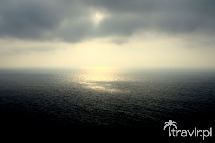 Pochmurny zachód słońca w Cabo de Roca