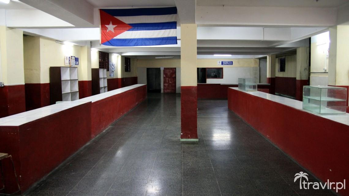 Puste Półki W Sklepie Na Komunistycznej Kubie