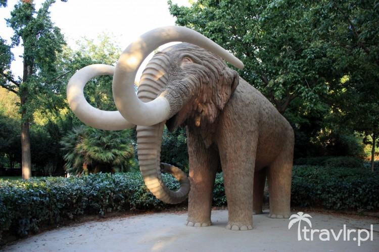 Rzeźba mamuta w Parku Ciutadella, Barcelona