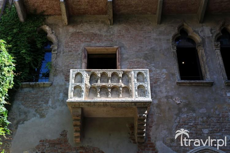 Sławny balkon Julii to jedna z atrakcji turystycznych w Weronie, którą można obejrzeć za darmo
