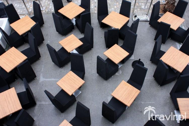 Stoliki na tarasie klubu, Barcelona