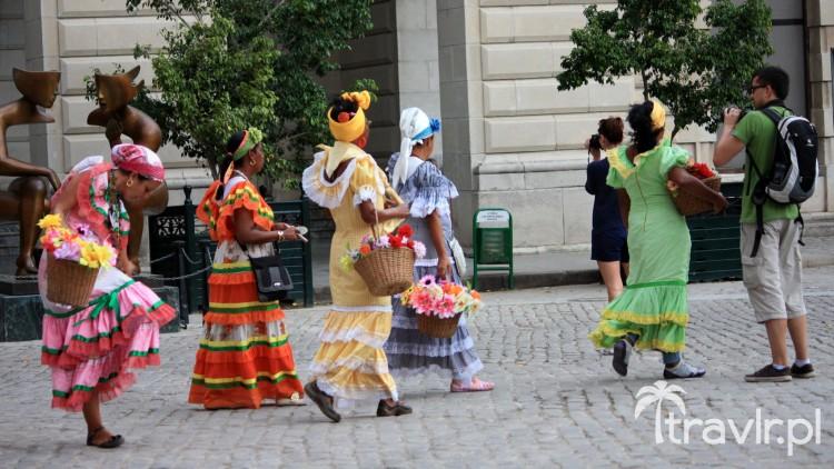 Tradycyjne ubrane Kubanki w Hawanie