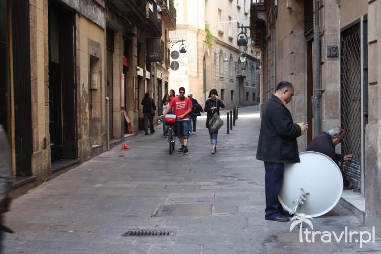 Typowa uliczka Barrio Gotico w Barcelonie