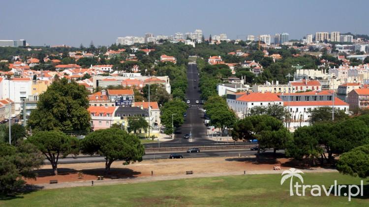 Widok z wieży Belem na Avenida Torre de Belem