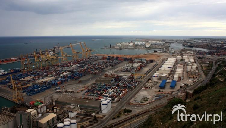 Z wzgórza Montjuic widać bardziej przemysłową część barcelońskiego portu