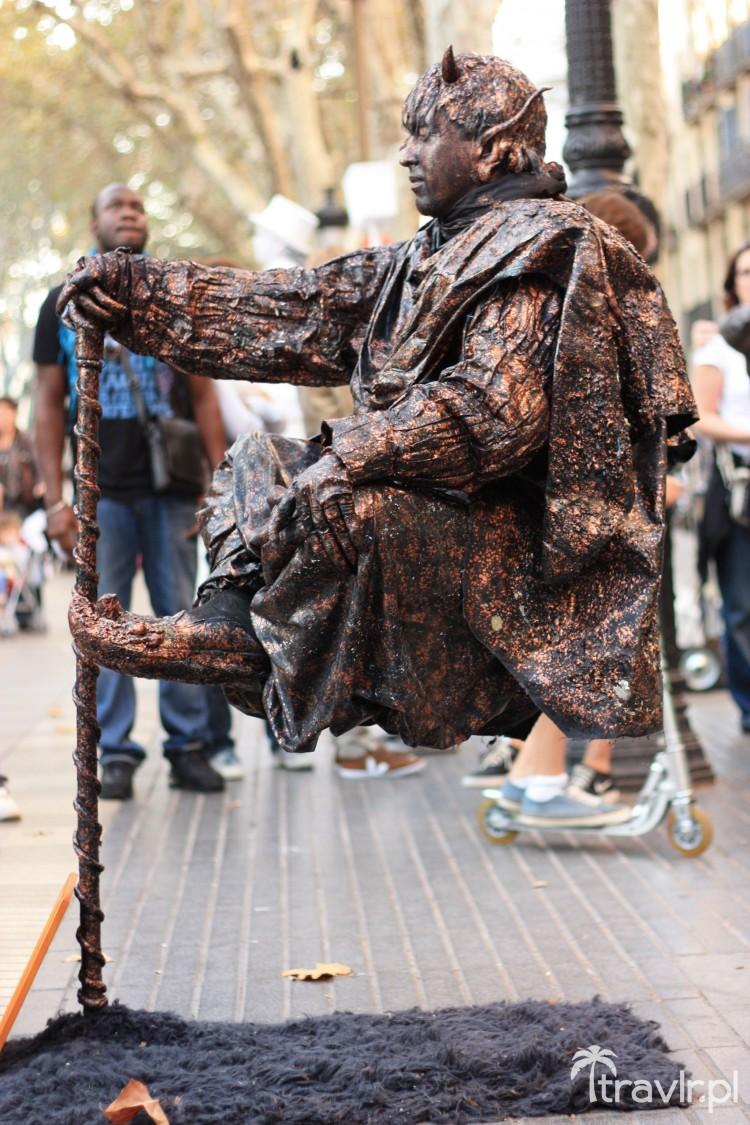 Żywe posągi na La Rambla w Barcelonie